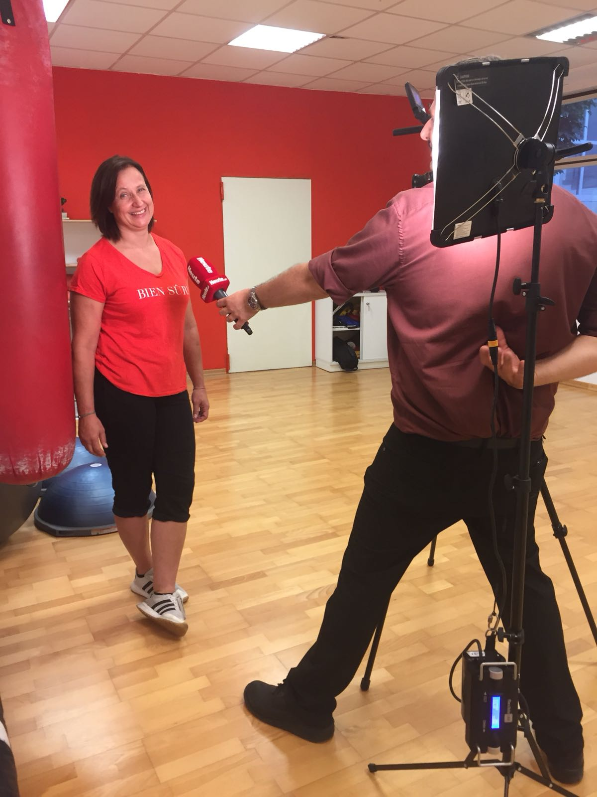 Bettina Pernstich während der Interviewsituation im Boxclub
