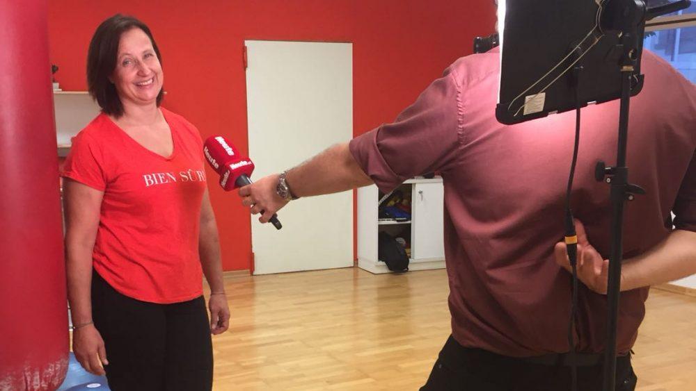 Bettina Pernstich während des Videodrehs und Interviews mit der Tageszeitung Heute und der Reporterin Anna Chiara